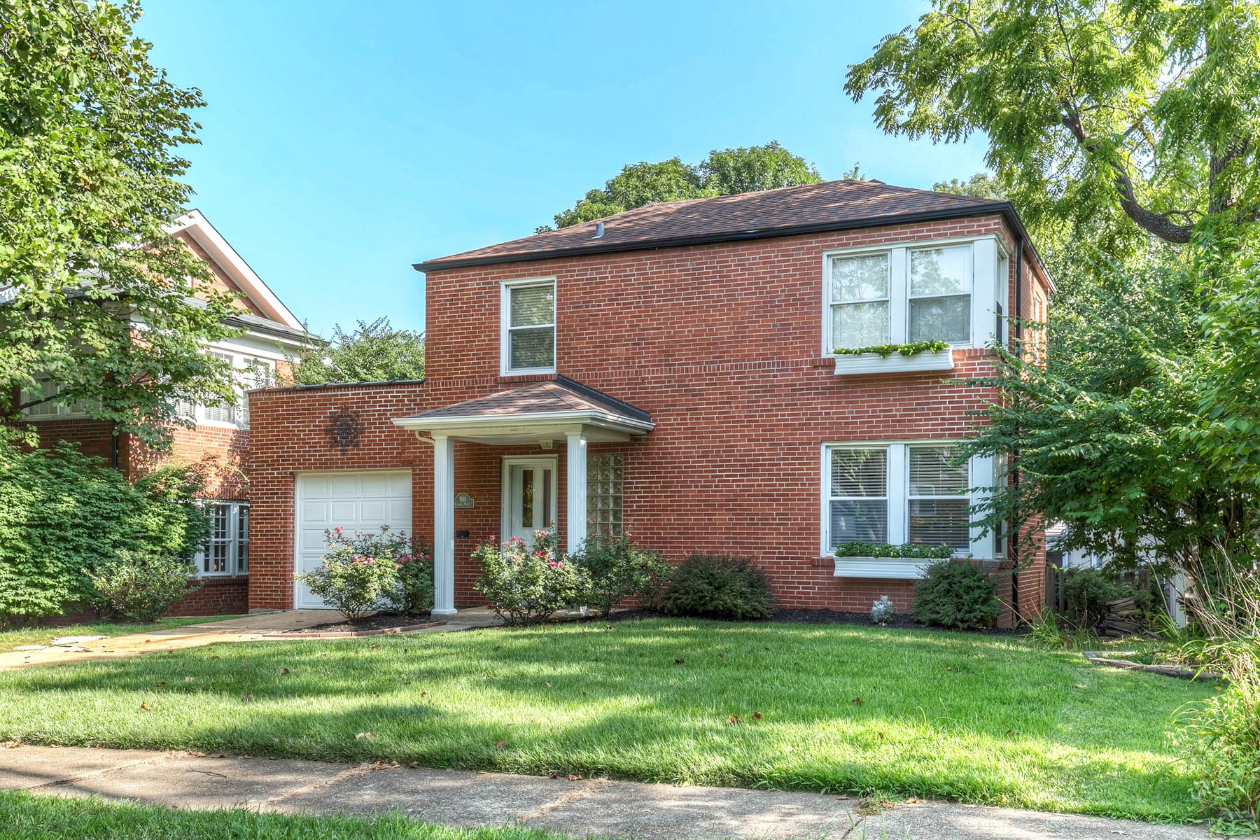 Casa para uma família para Venda às Gannon 7611 Gannon Ave University City, Missouri 63130 Estados Unidos