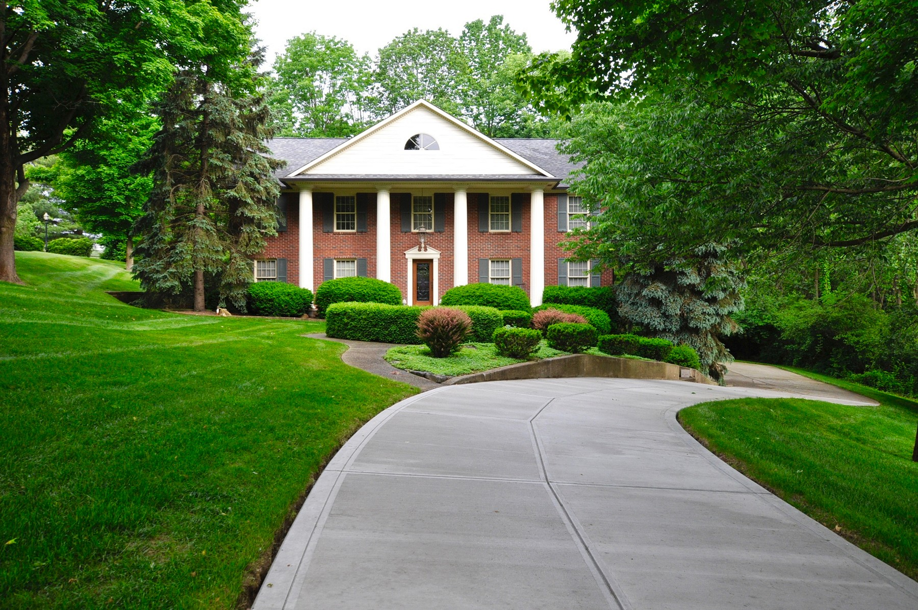 Single Family Home for Sale at Nestled in a Gated Community 8610 Bay Colony Indianapolis, Indiana, 46234 United States