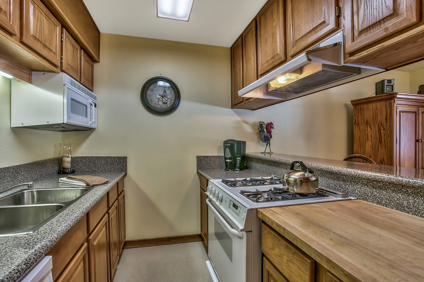 Additional photo for property listing at 4037 Ski View  Truckee, California 96161 United States