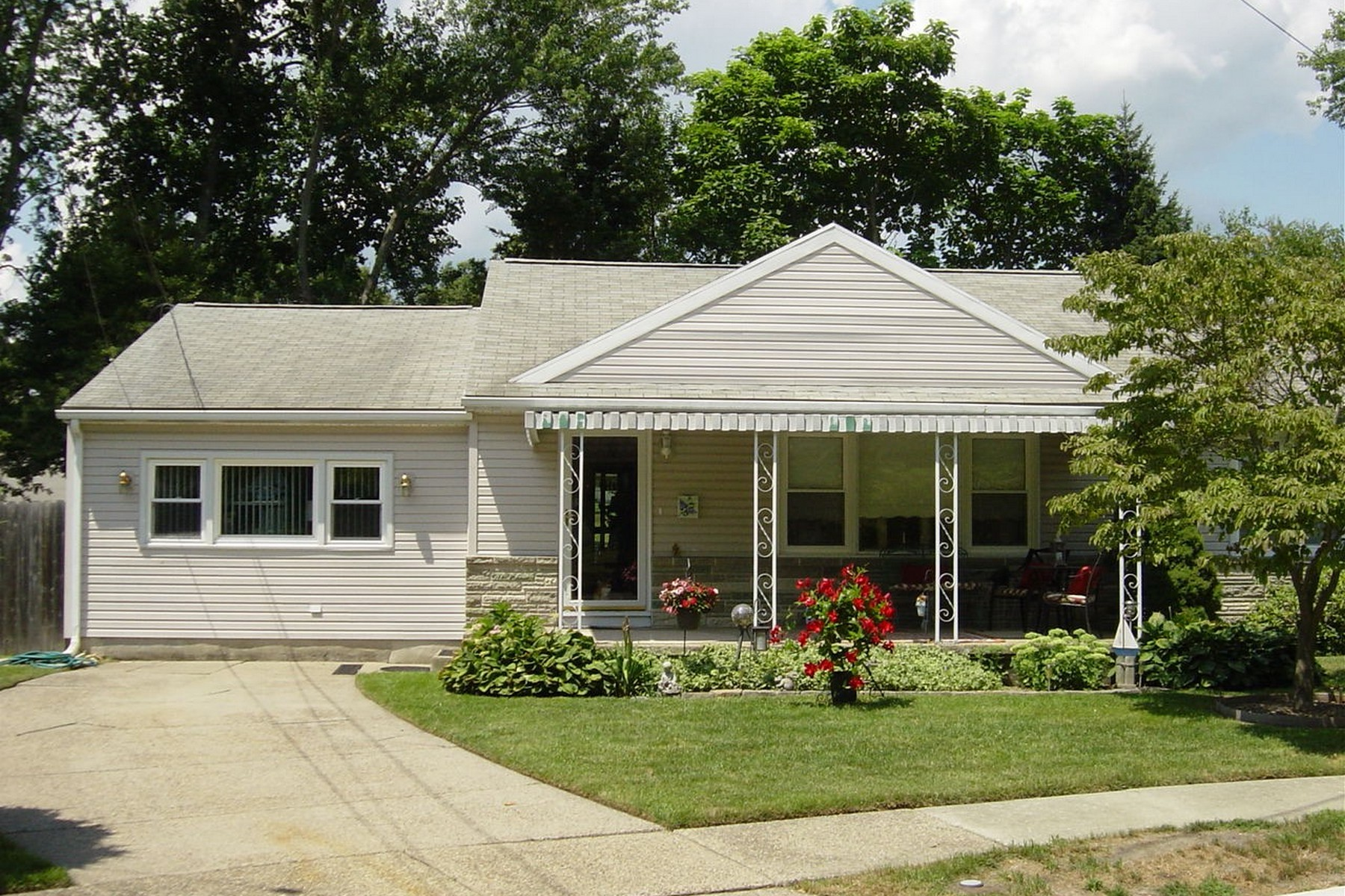 Property For Sale at 7 Oxford Dr Circle