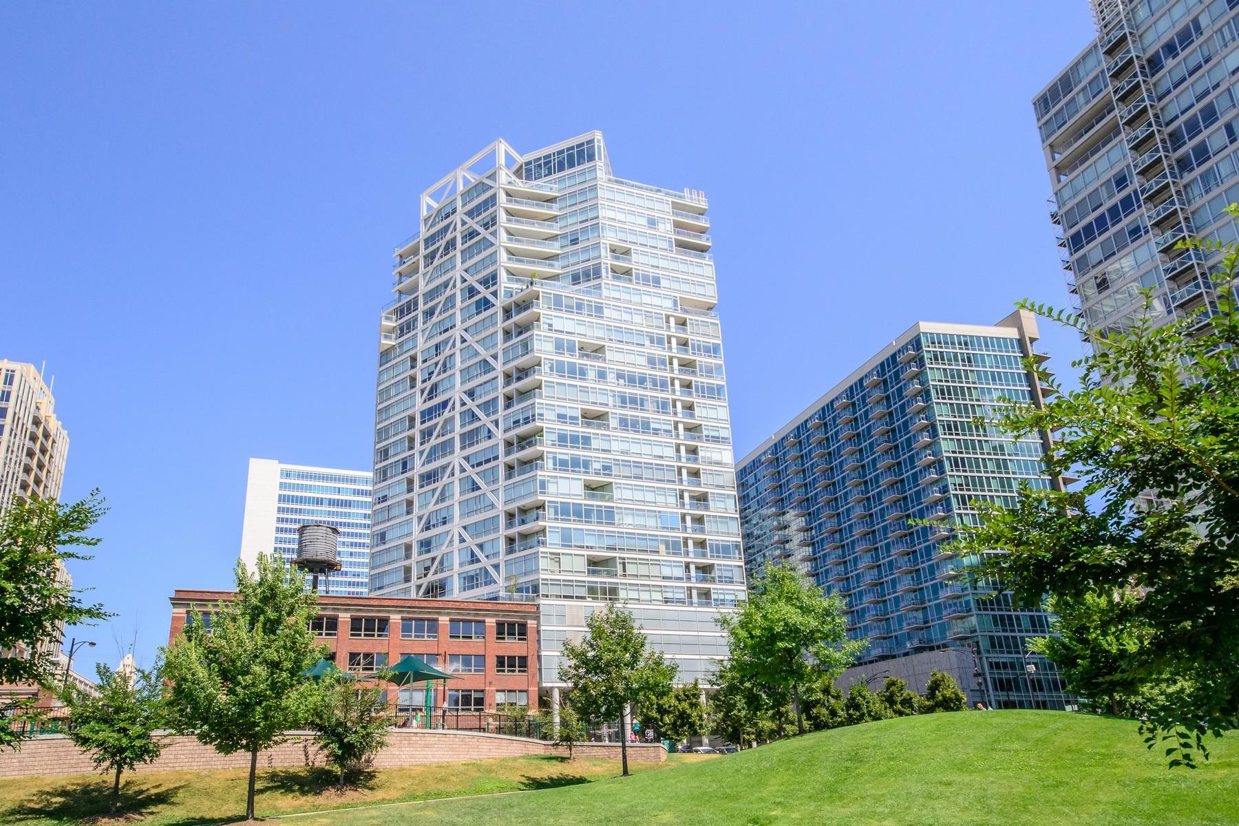 Кооперативная квартира для того Продажа на Spectacular Unobstructed City, River And Park Views 510 W Erie Street Unit1703 Near North Side, Chicago, Иллинойс 60654 Соединенные Штаты