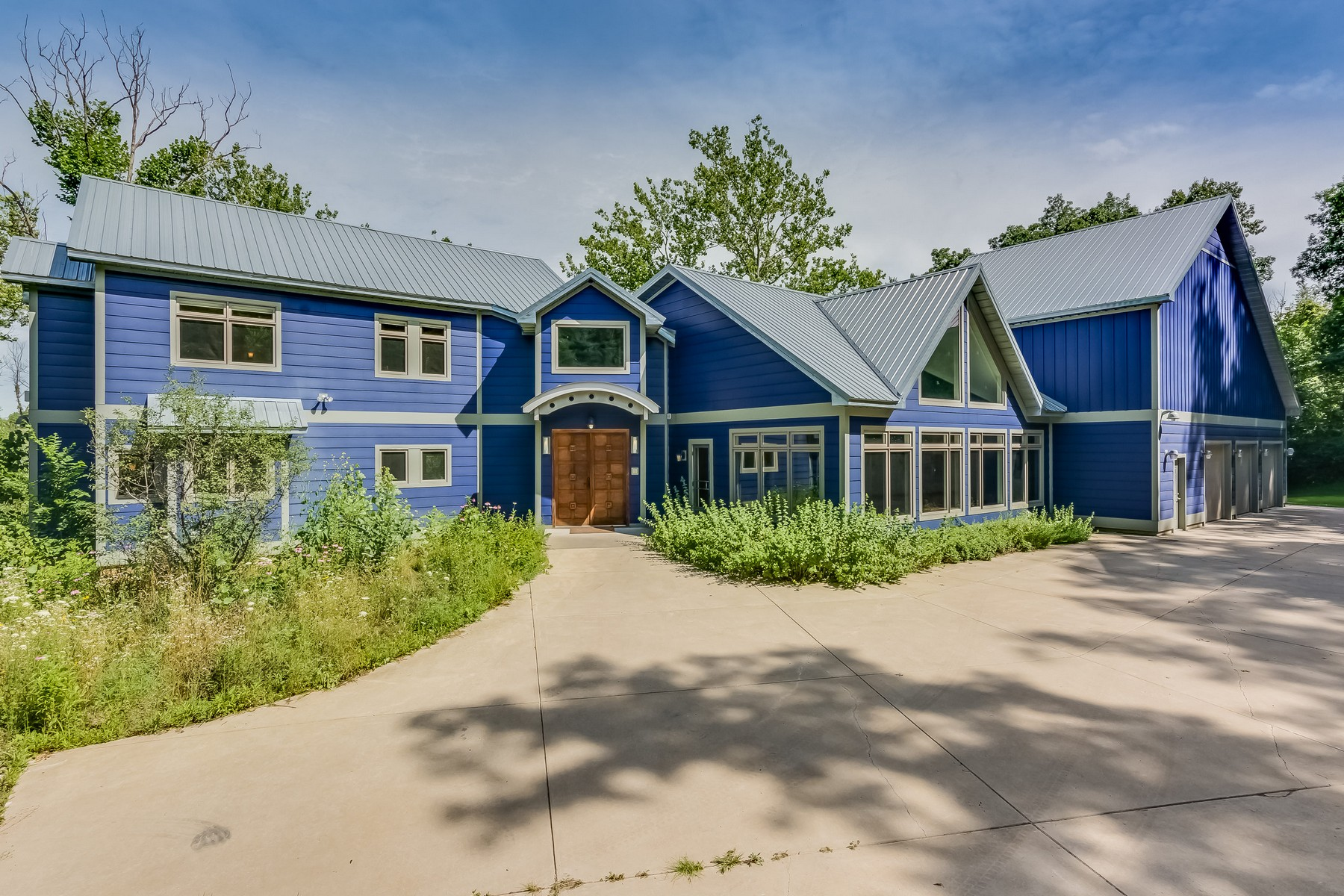 단독 가정 주택 용 매매 에 Unique Custom Contemporary 10630 Garr Road Berrien Springs, 미시건, 49103 미국