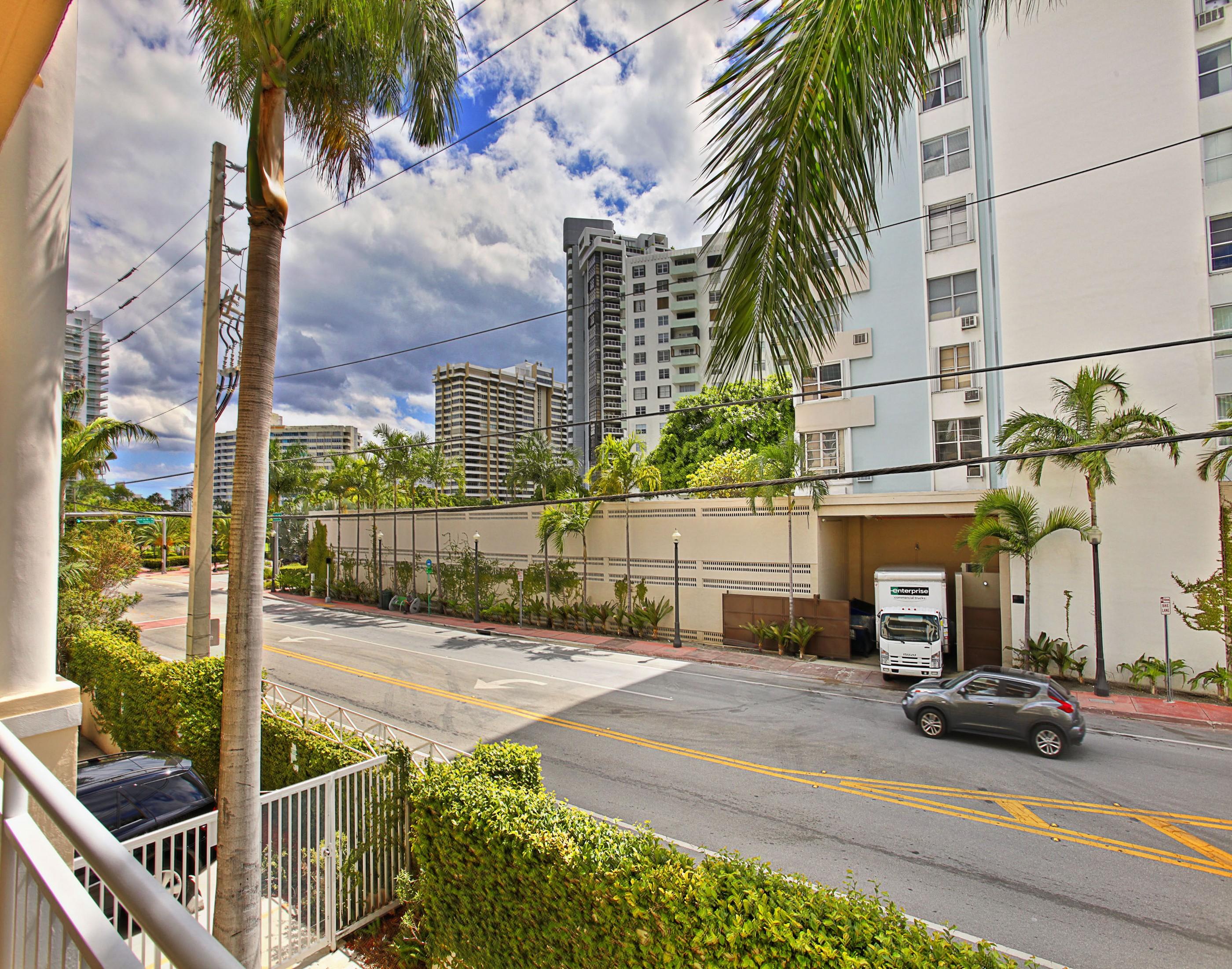 콘도미니엄 용 매매 에 The Vistas 202 1 Century Ln #202 Miami Beach, 플로리다 33139 미국