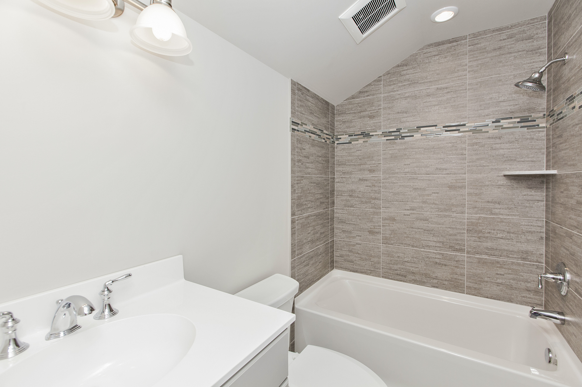 Additional photo for property listing at Twenty Outstanding Waterfront Townhouses 7 2nd Street B1 Frenchtown, Нью-Джерси 08825 Соединенные Штаты