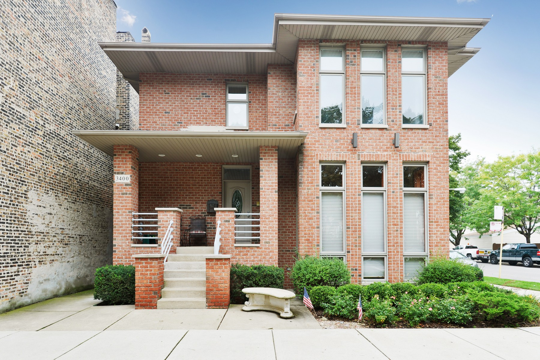 Nhà ở nhiều gia đình vì Bán tại Bridgeport Contemporary Two Unit 3400 S Union Avenue Bridgeport, Chicago, Illinois 60616 Hoa Kỳ