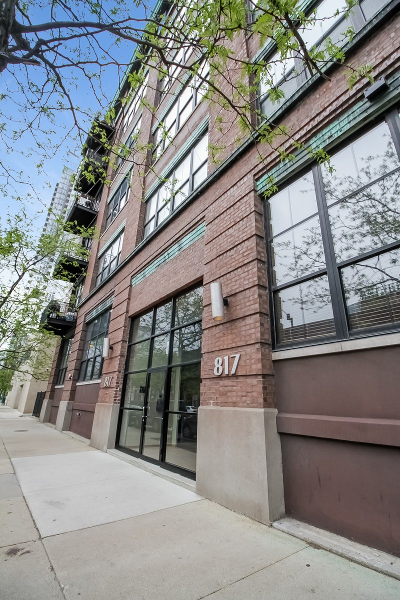 Single Family Home for Sale at Huge, One-Of-A-Kind Loft 817 W Washington Boulevard Unit 103 Near West Side, Chicago, Illinois, 60607 United States