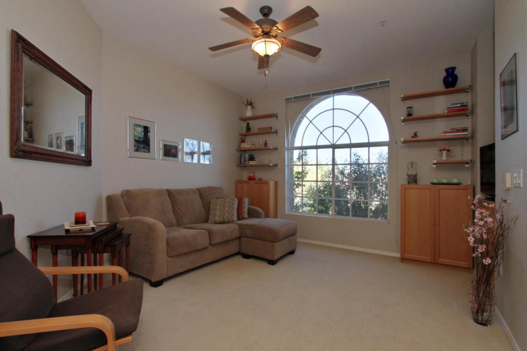 Villa per Vendita alle ore Charming, light and bright condo 1500 E Pusch Wilderness Drive #12202 Oro Valley, Arizona, 85737 Stati Uniti