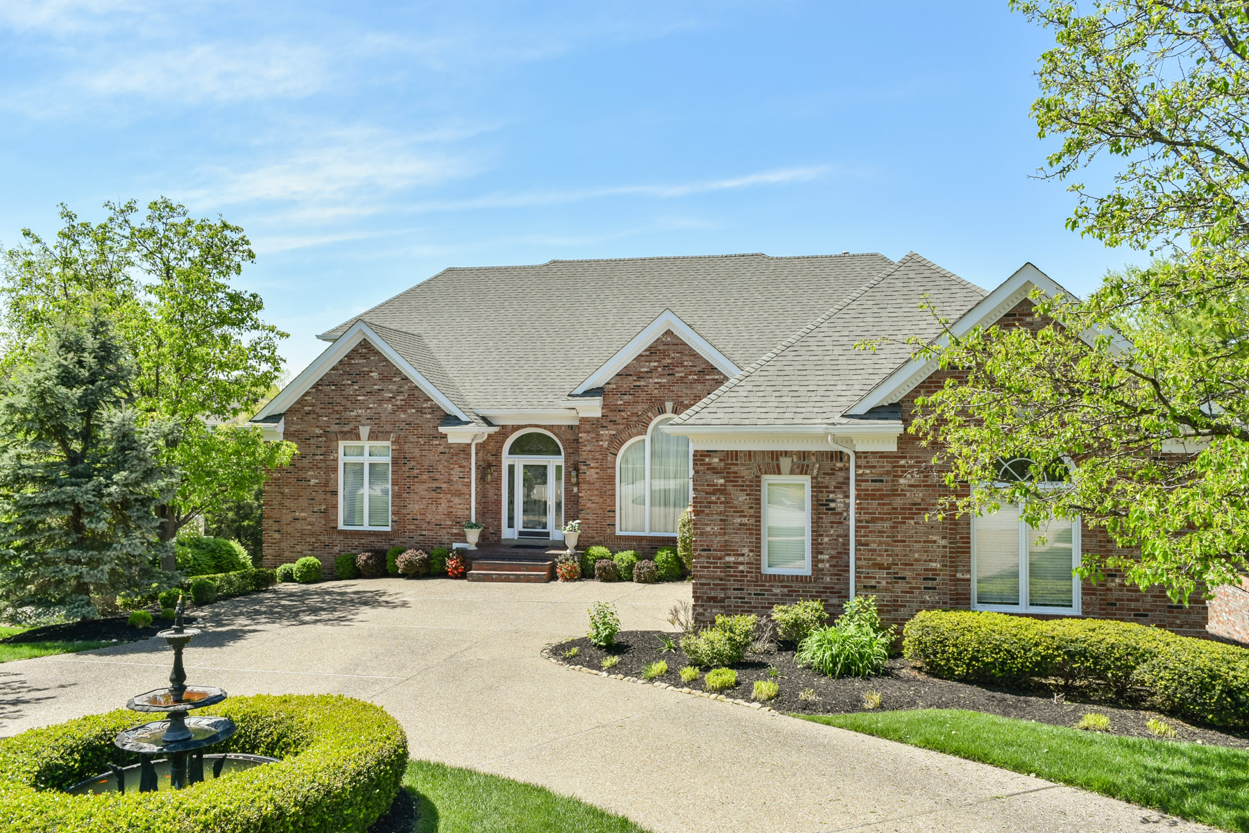 Single Family Home for Sale at 1004 Woodland Ridge Court Louisville, Kentucky 40245 United States