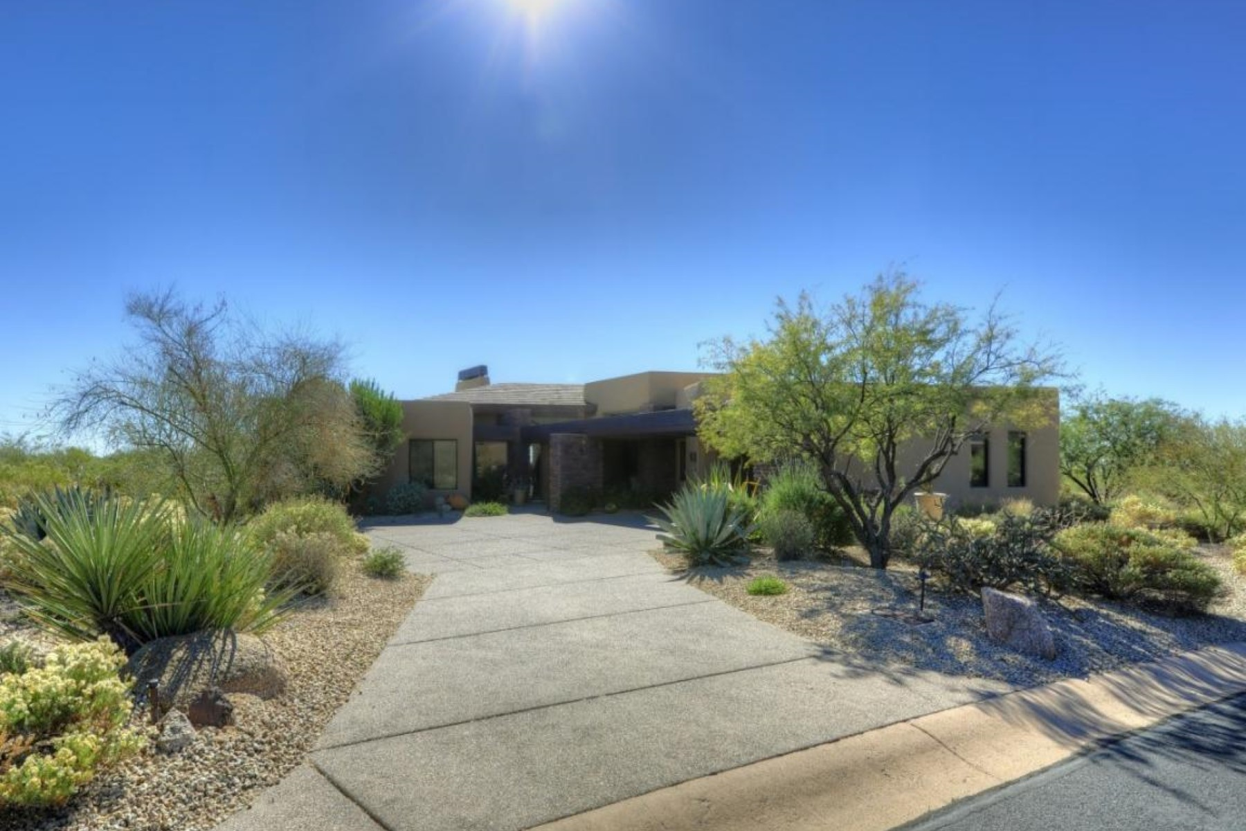 一戸建て のために 売買 アット Fabulous bright and open home that has been meticulously maintained 10277 E Nolina Trail Scottsdale, アリゾナ 85262 アメリカ合衆国