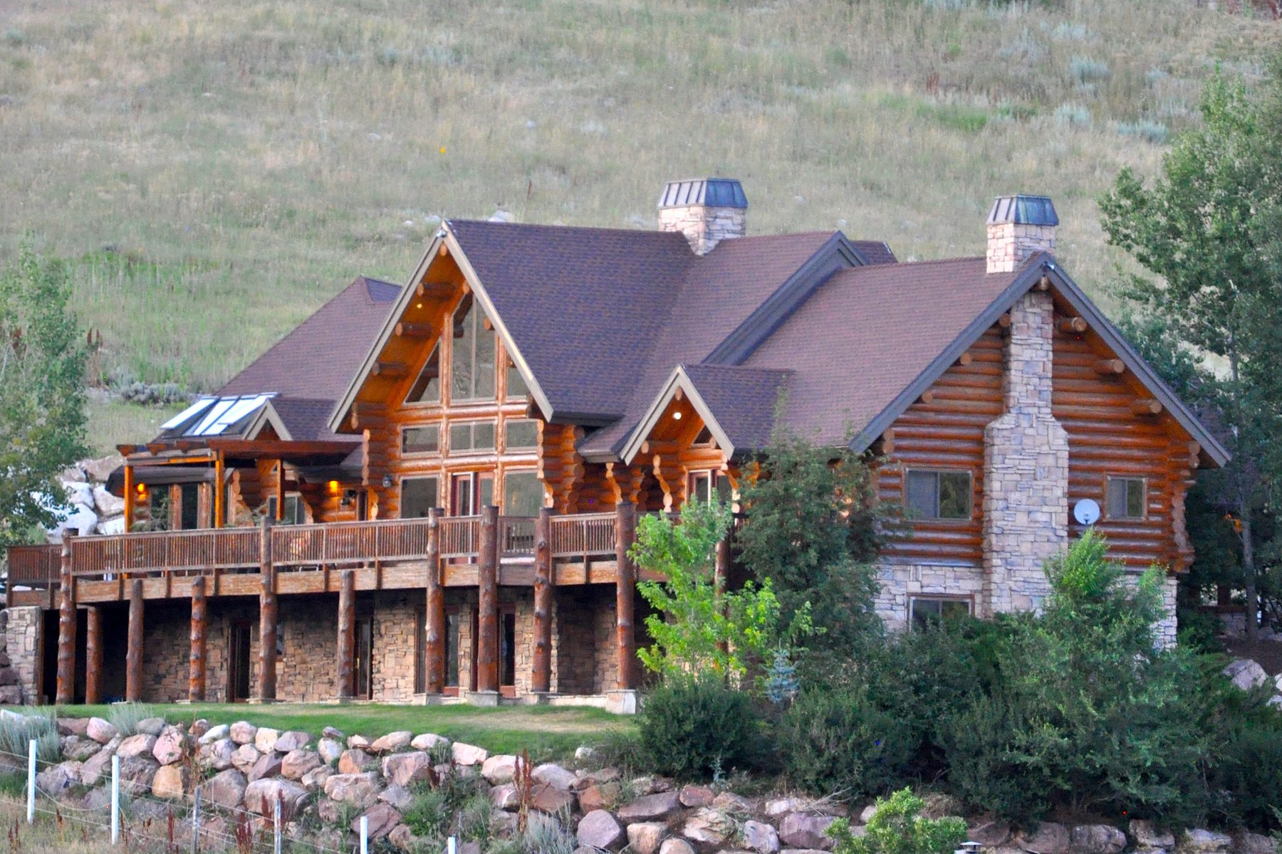 Casa para uma família para Venda às Breathtaking views from luxury Neville log home 9542 Kelley Dr Huntsville, Utah, 84317 Estados Unidos