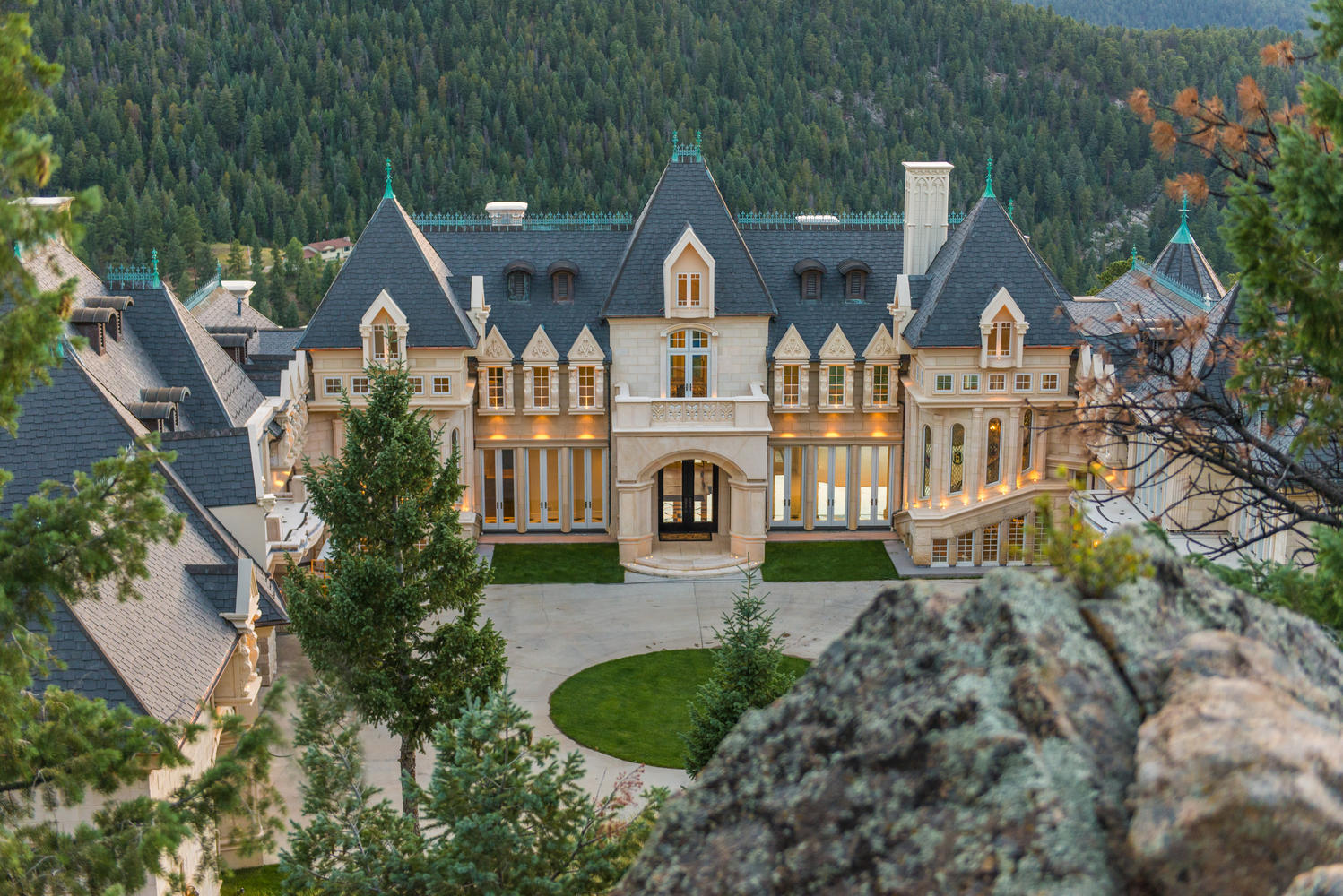 Maison unifamiliale pour l Vente à The largest residential undertaking in Evergreen 600 Chateau V Rd Evergreen, Colorado, 80439 États-Unis