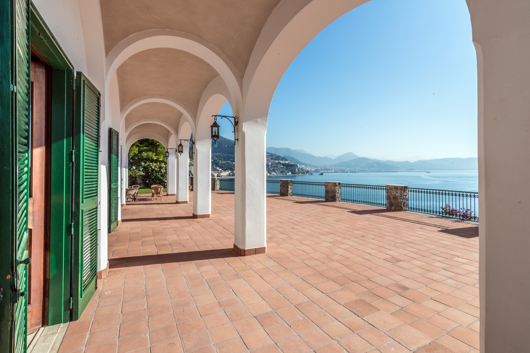 Additional photo for property listing at Unique seafront villa on the Amalfi Coast Vietri sul Mare Vietri Sul Mare, Salerno 84019 Italia