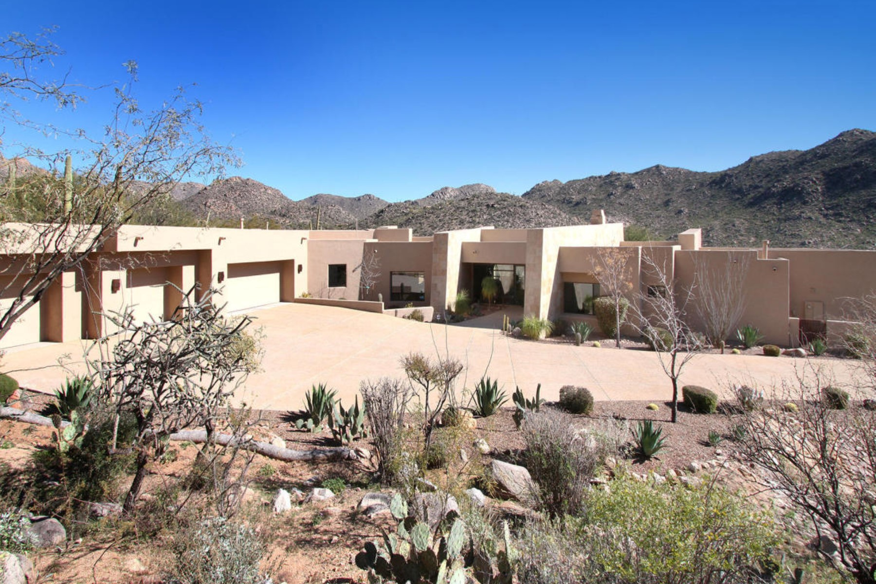 Single Family Home for Sale at Stunning Contemporary home in Canyon Pass 4118 W Cayton Mountain Drive Marana, Arizona 85658 United States