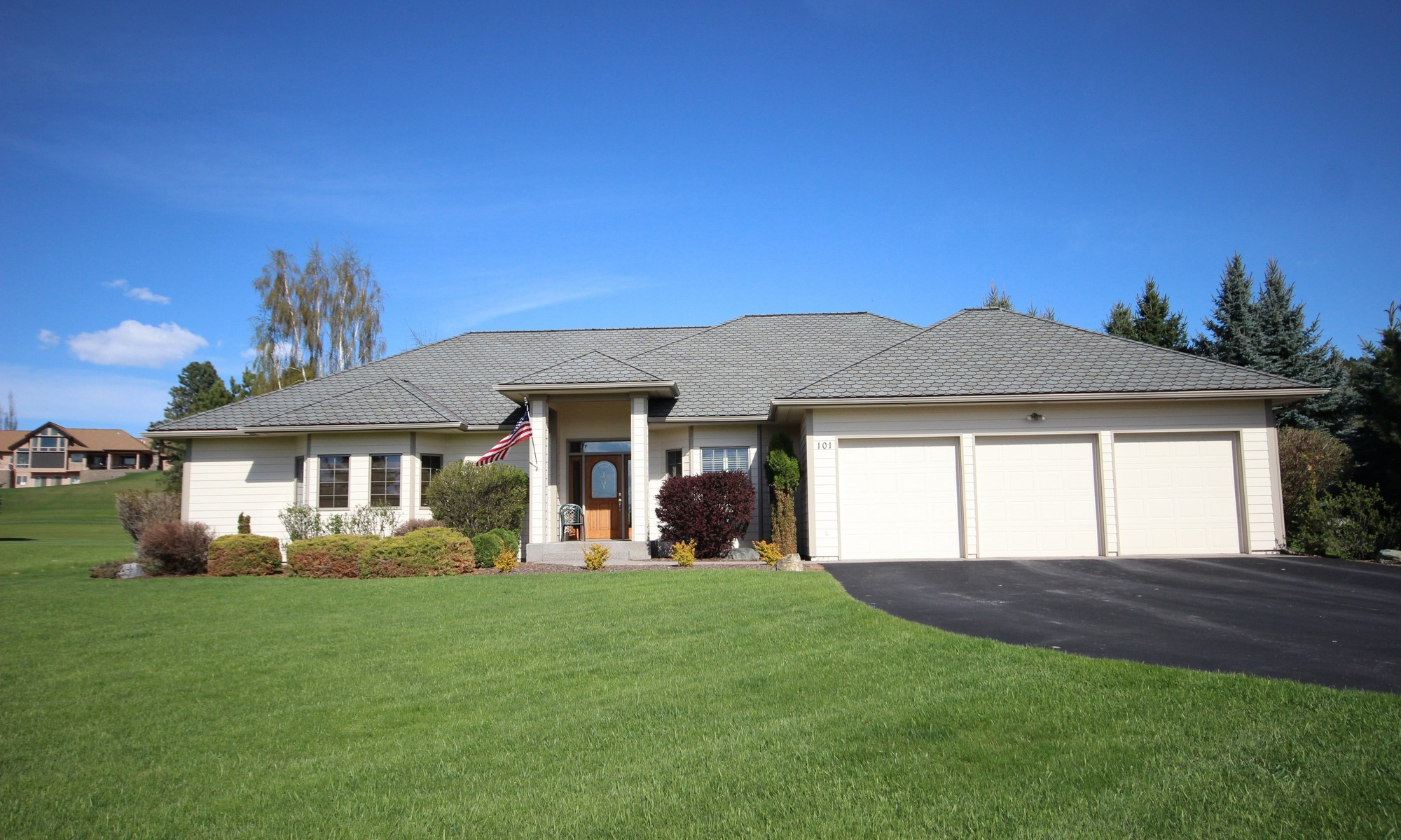 Single Family Home for Sale at Eagle Bend Golf Course Living 101 Whitetail Court Bigfork, Montana 59911 United States