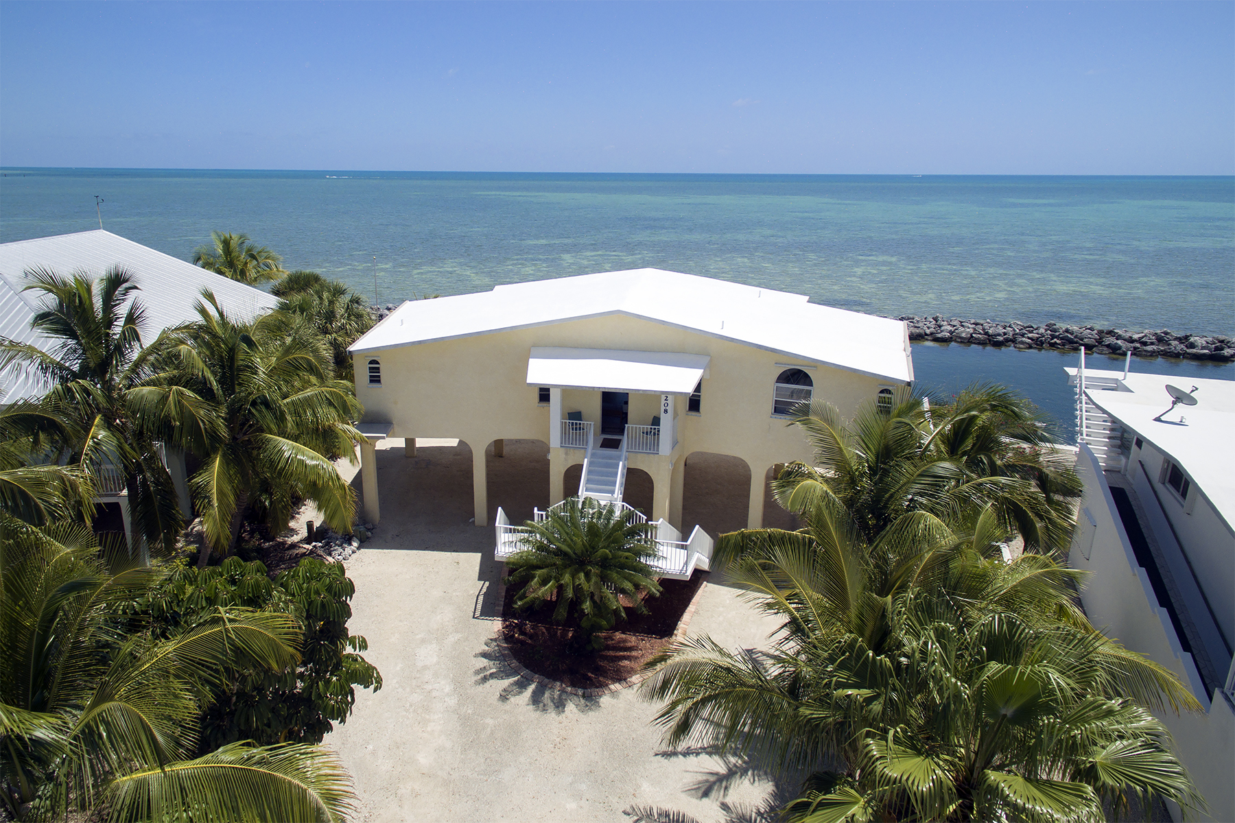 Casa Unifamiliar por un Venta en Sweeping Ocean Views 208 Plantation Shores Drive Plantation Key, Florida 33070 Estados Unidos