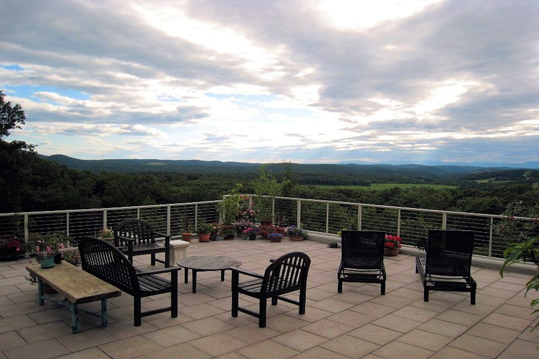 Maison unifamiliale pour l Vente à On Top of The World 569 Hall Hill Road Ancram, New York 12502 États-Unis