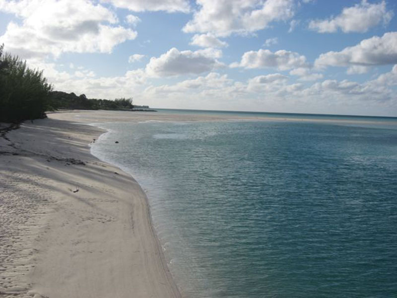 Additional photo for property listing at Russell Island Dream - with Deeded Beach Access Russell Island, Spanish Wells, Eleuthera Bahamas