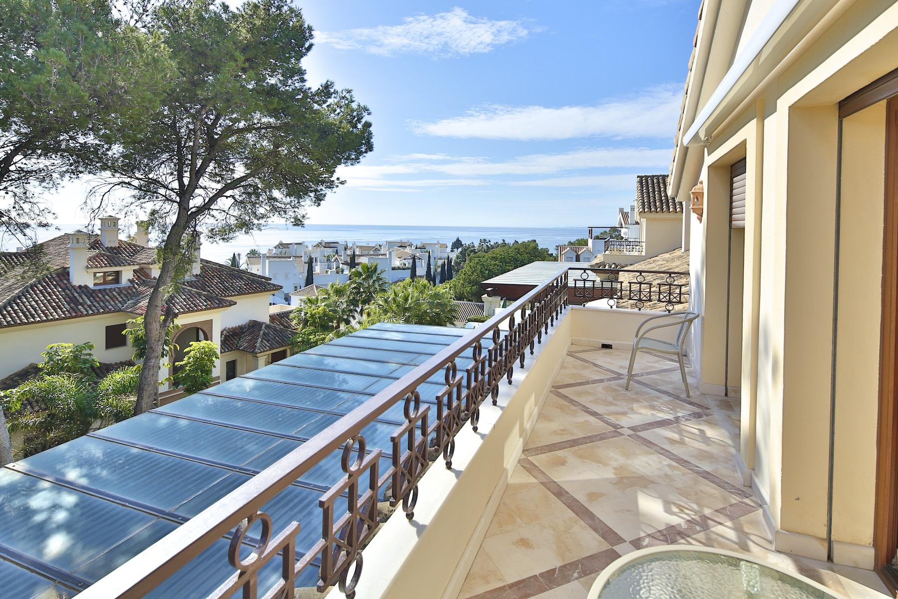 дуплекс для того Продажа на Outstanding luxury duplex penthouse Los Monteros Marbella, Costa Del Sol, 29600 Испания
