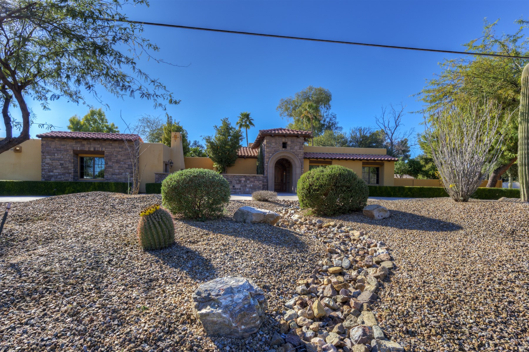 Moradia para Venda às Fantastic Remodeled Home in the Heart of 85254 11024 N 60th Street Scottsdale, Arizona 85254 Estados Unidos