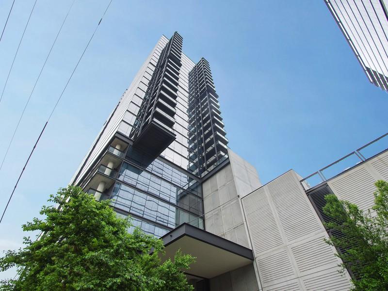 콘도미니엄 용 매매 에 Floor To Ceiling Windows With Million Dollar Views 860 W Blackhawk Street Unit 2101 Lincoln Park, Chicago, 일리노이즈 60642 미국