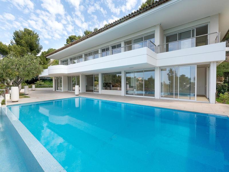 Property For Sale at EXCLUSIVITÉ - ROUCAS BLANC
