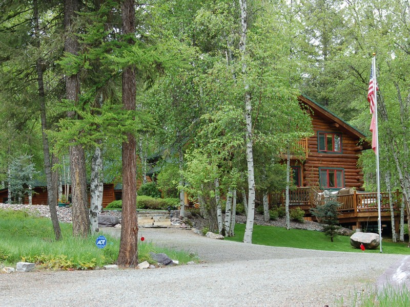 Casa Unifamiliar por un Venta en Blanchard Lake Log Home 301 Blanchard Hollow Whitefish, Montana 59937 Estados Unidos
