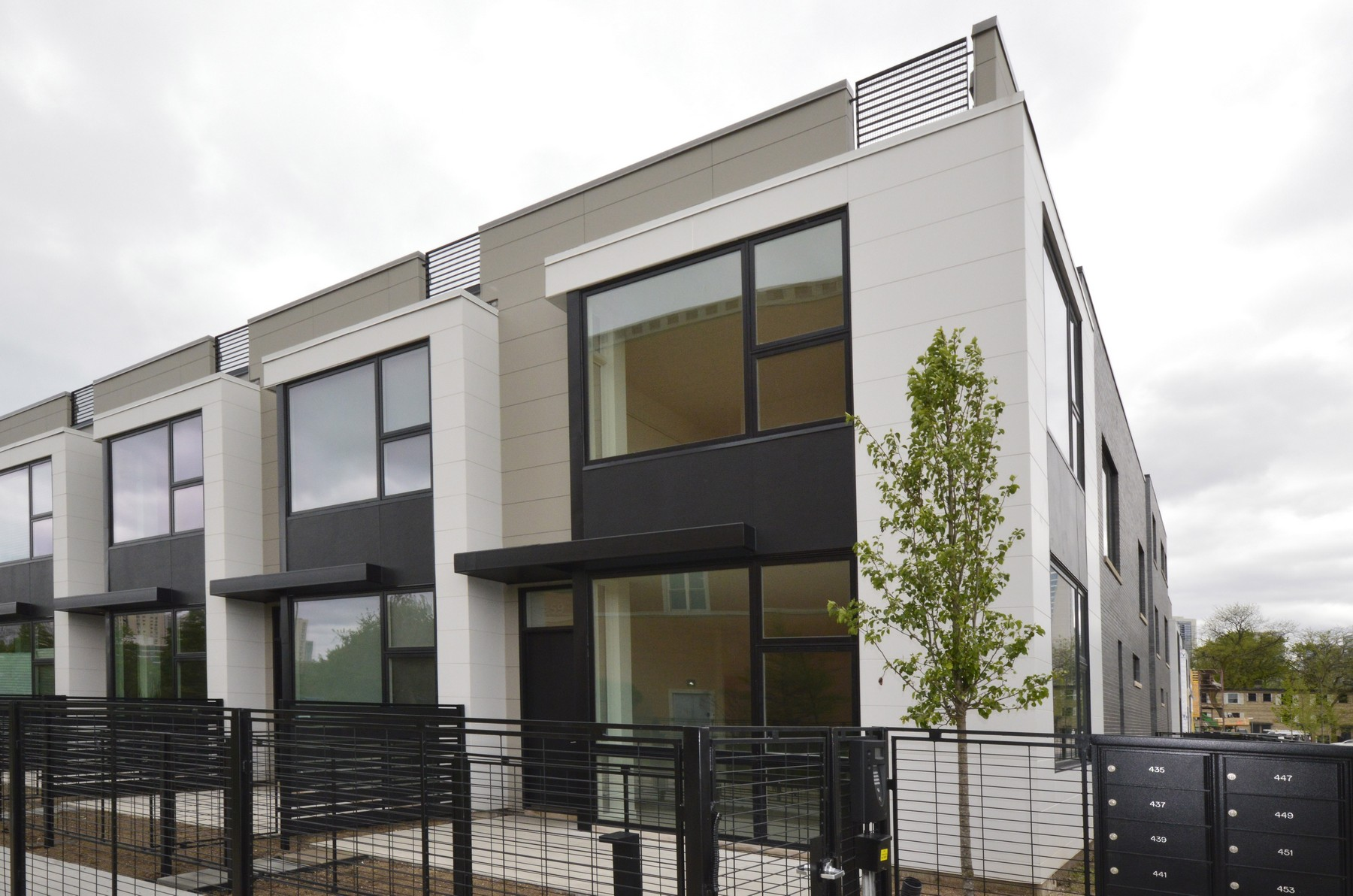 Nhà phố vì Bán tại Live Luxuriously 459 W Hobbie Street Near North Side, Chicago, Illinois, 60610 Hoa Kỳ