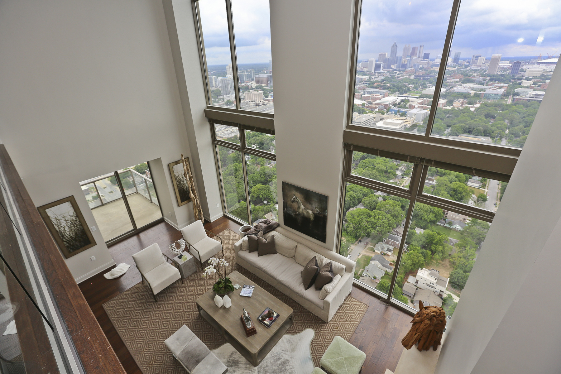 Condomínio para Venda às Contemporary Midtown Penthouse with the Best Views in Midtown! 270 17th Street NW Unit 4601 Atlanta, Geórgia, 30363 Estados Unidos