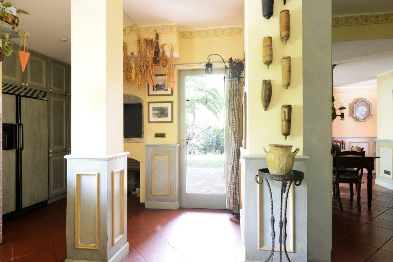 Additional photo for property listing at Charming villa surrounded with green park Loc. Aсquilaia Scansano, Grosseto 58054 Italia