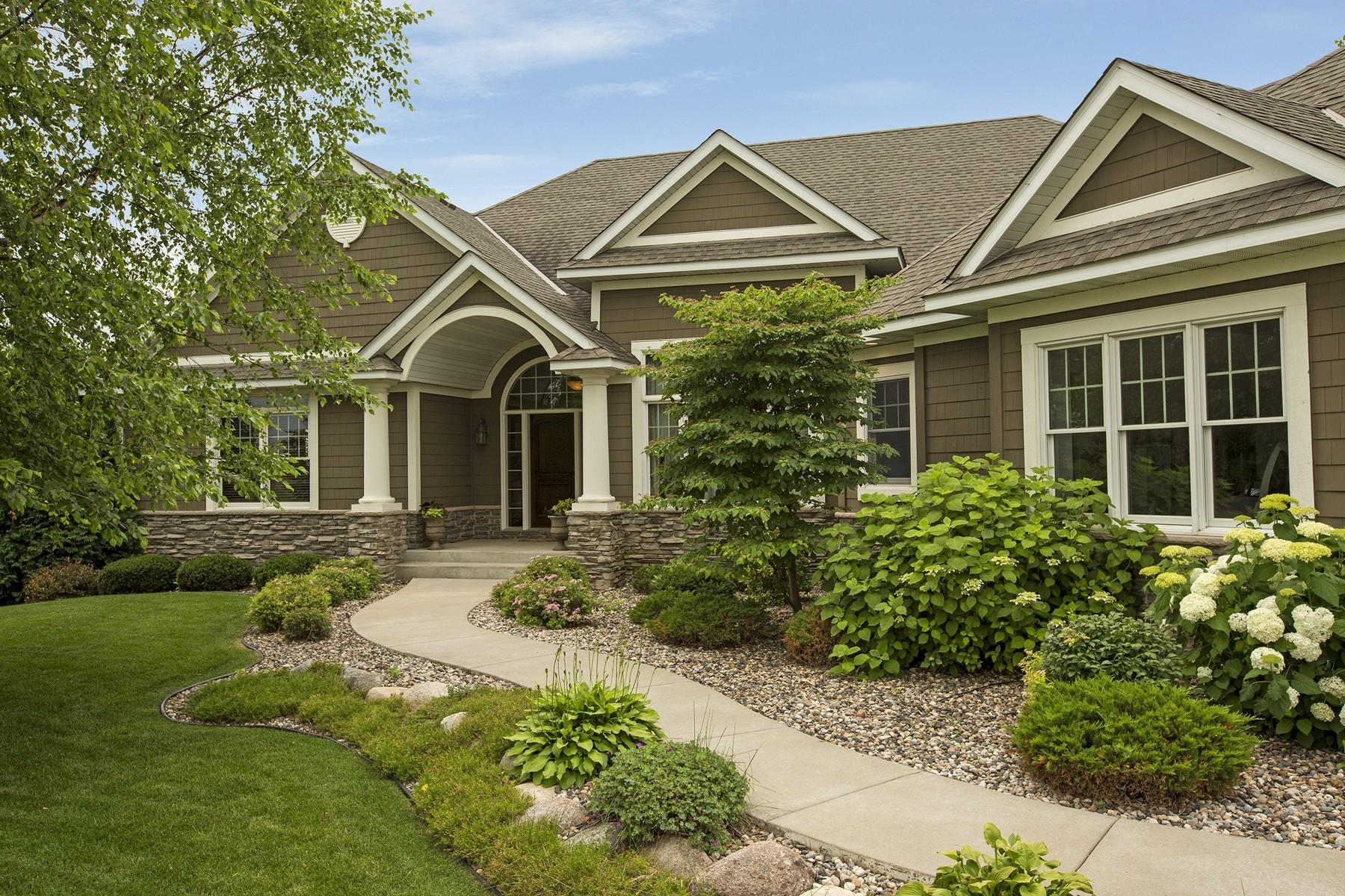 Maison unifamiliale pour l Vente à 2924 Fairway Drive Chaska, Minnesota 55318 États-Unis