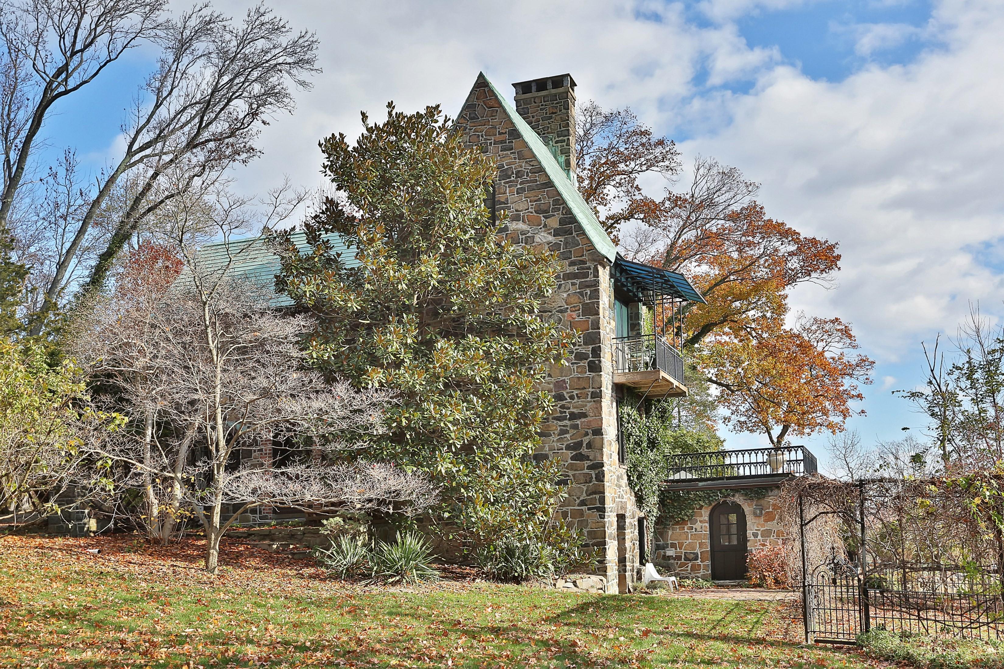 Casa para uma família para Venda às Stunning, Romantic Home Overlooking the Hudson 39 Woods Road Palisades, Nova York 10964 Estados Unidos