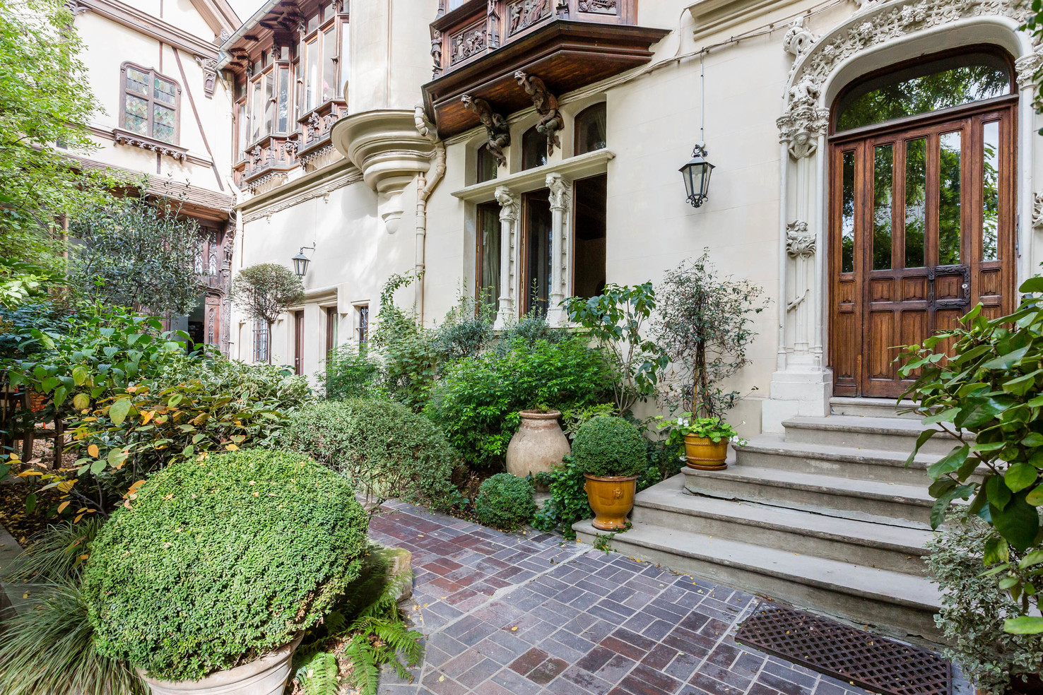 Property For Sale at Montmartre - Abbesses