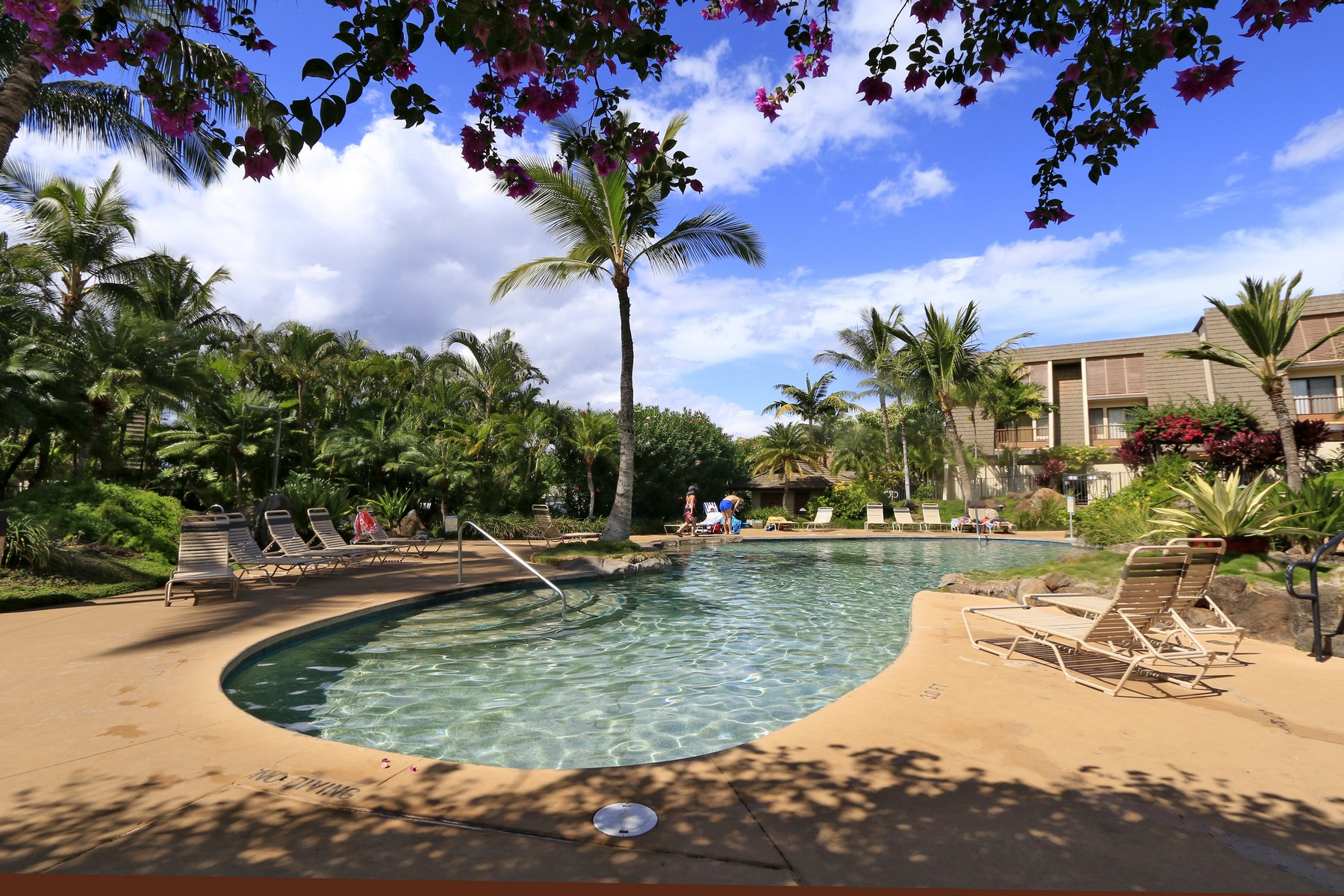 Condomínio para Venda às Private location in coveted complex & competitively priced 2777 South Kihei Road, Maui Kamaole D112 Kihei, Havaí 96753 Estados Unidos