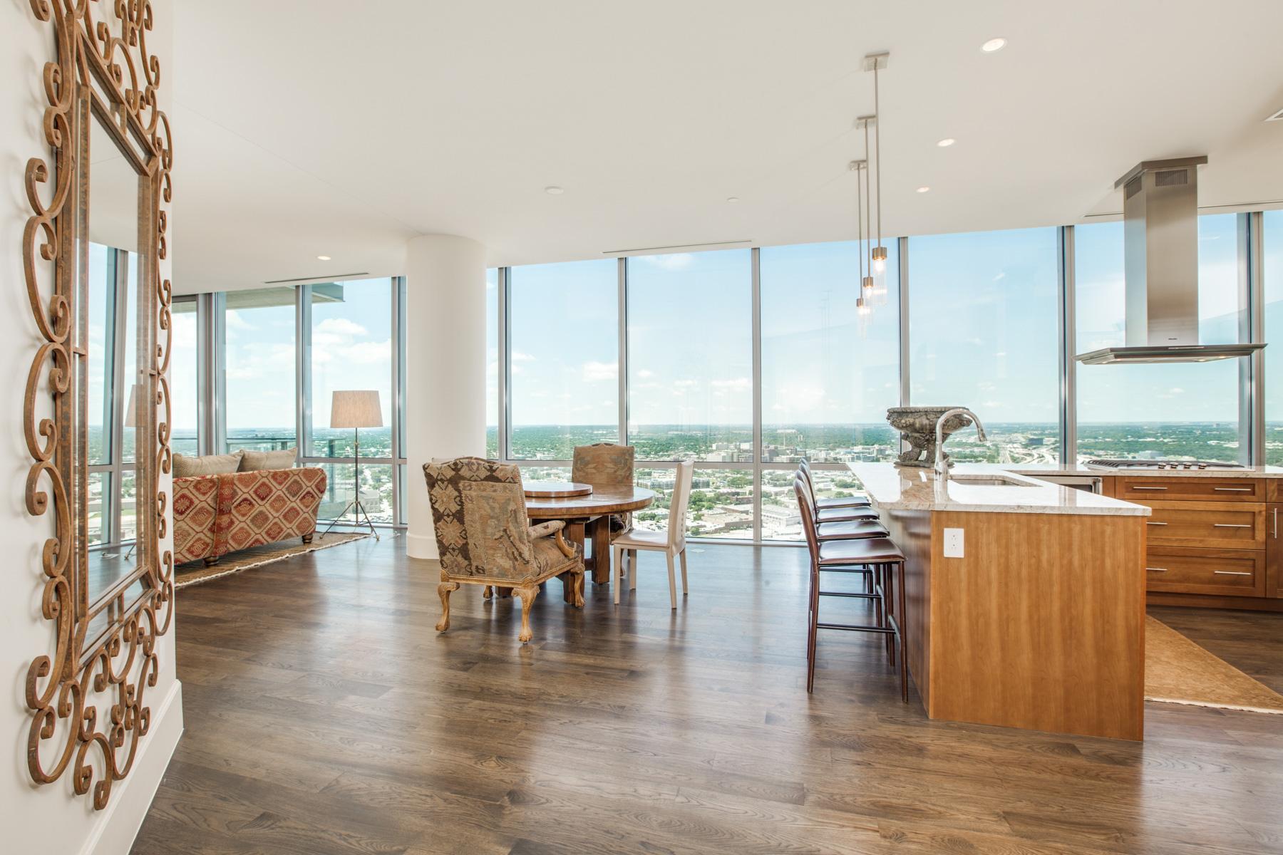 Кооперативная квартира для того Продажа на Amazing Views from this Premier Fort Worth Downtown Condo 1301 Throckmorton Street #3004 Fort Worth, Техас 76102 Соединенные Штаты
