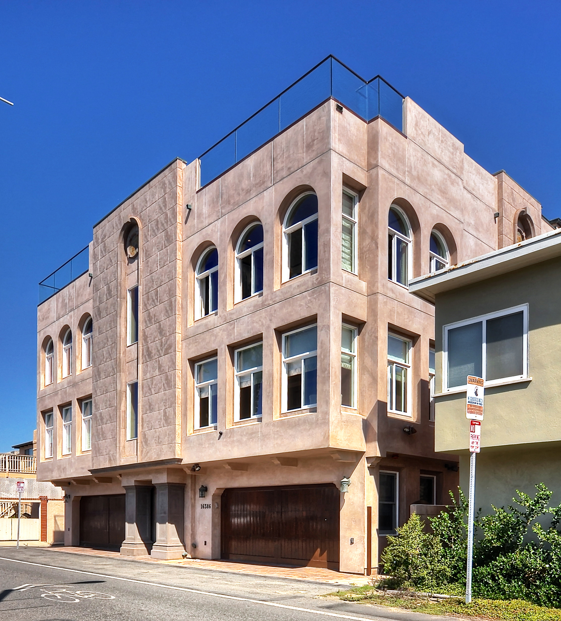 Maison unifamiliale pour l Vente à 16386 N Pacific Sunset Beach, Californie 90742 États-Unis