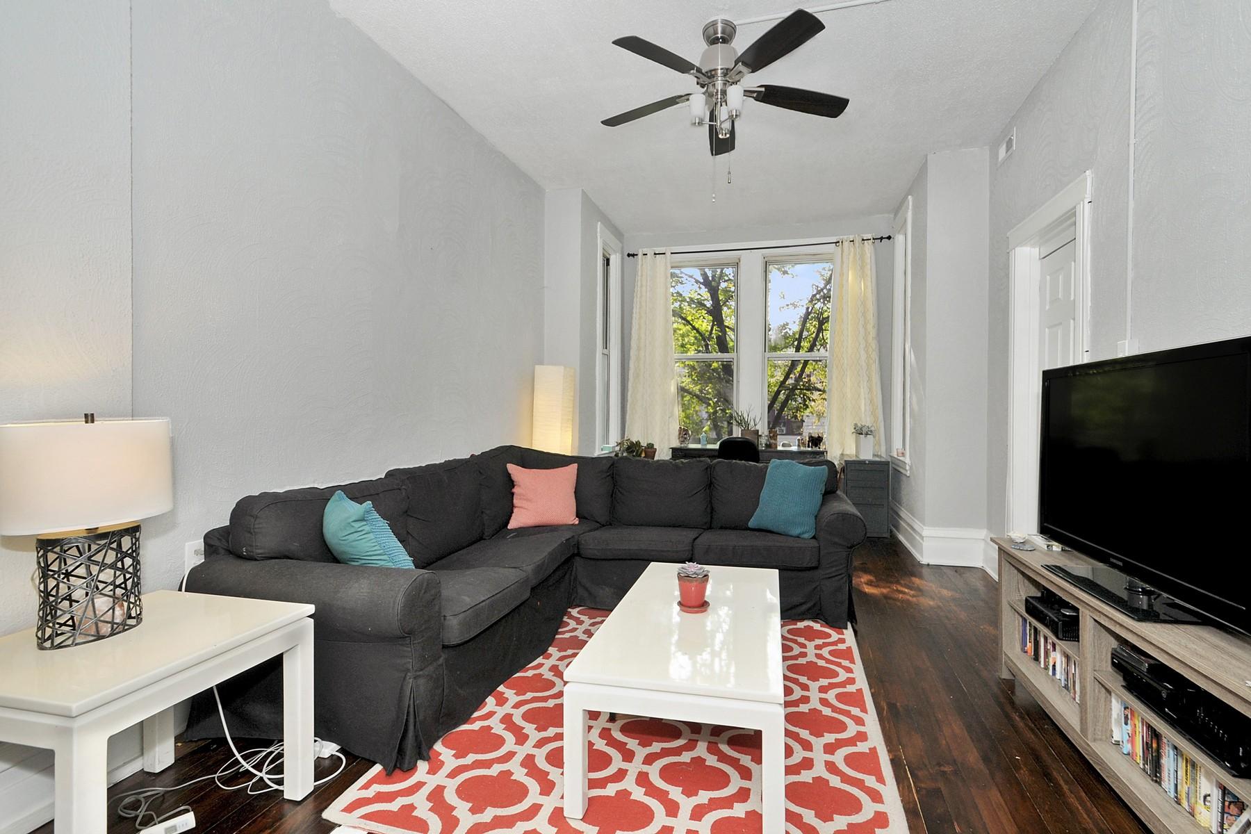集合住宅 のために 売買 アット Greyston Three Flat 1841 N Whipple Street Logan Square, Chicago, イリノイ 60647 アメリカ合衆国