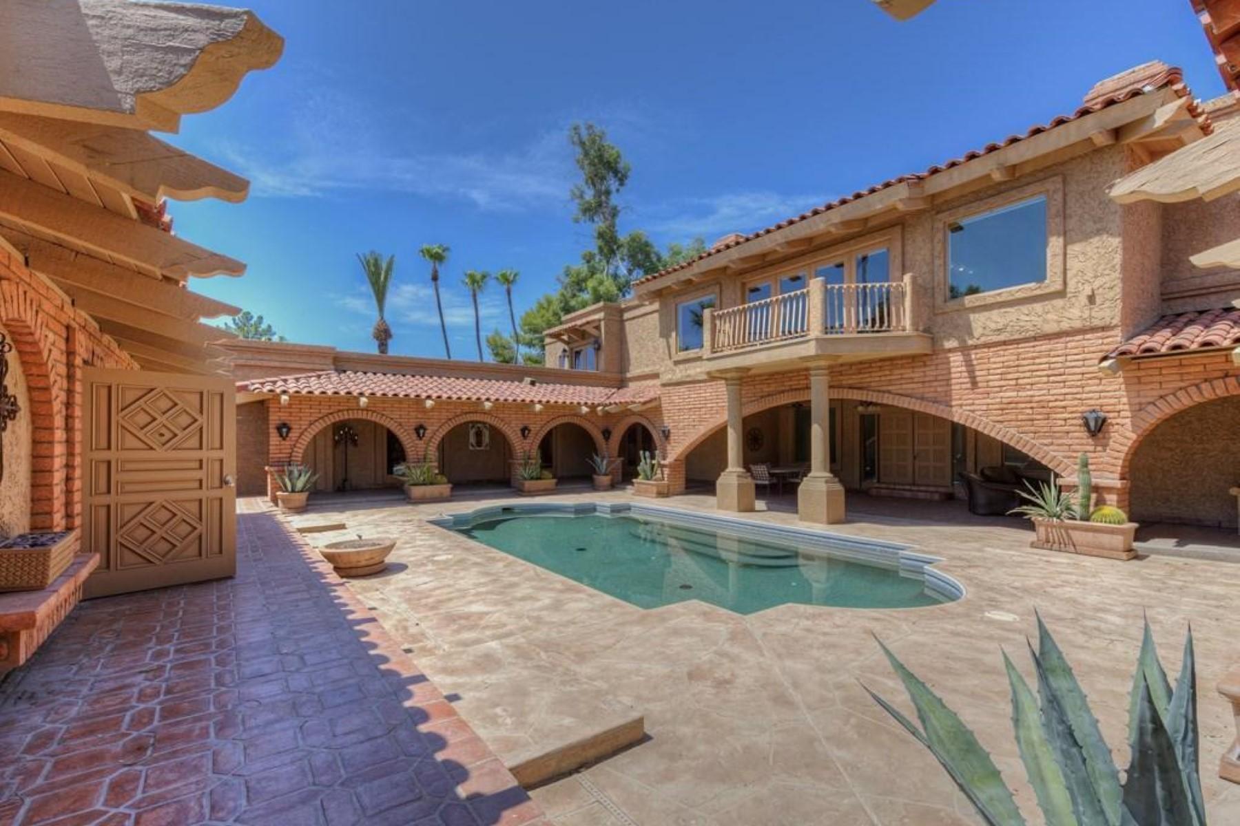 Villa per Vendita alle ore Easy living in the much sought after Camelback Country Club Estates neighborhood 7155 E OAKMONT DR Paradise Valley, Arizona 85253 Stati Uniti