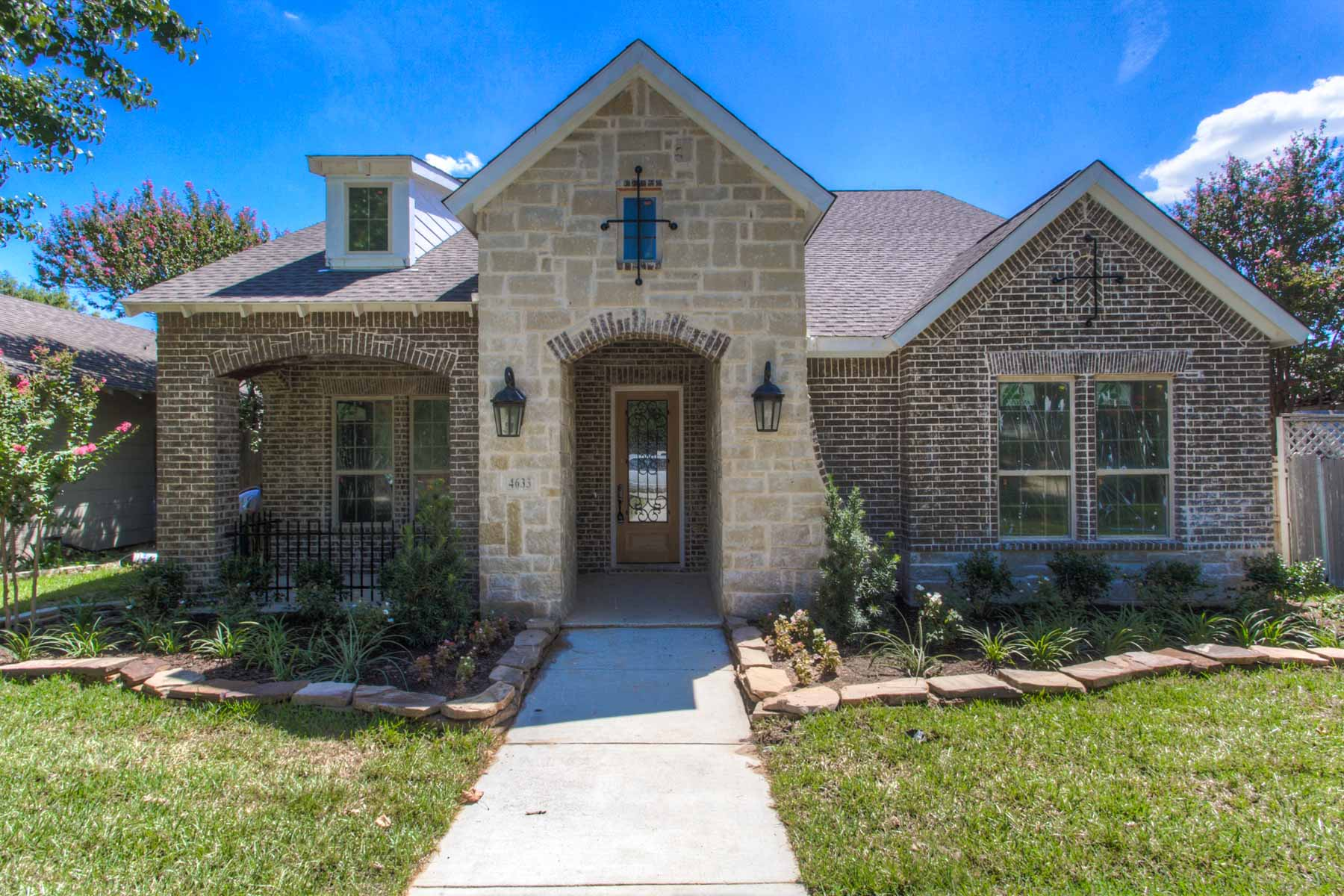 Single Family Home for Sale at Cultural District Traditional 4633 Lafayette Ave Fort Worth, Texas, 76107 United States