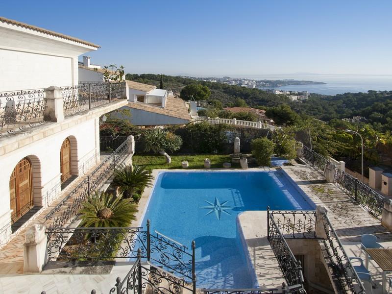 Casa para uma família para Venda às Villa with sea views in Bendinat Bendinat, Palma De Maiorca, 07181 Espanha