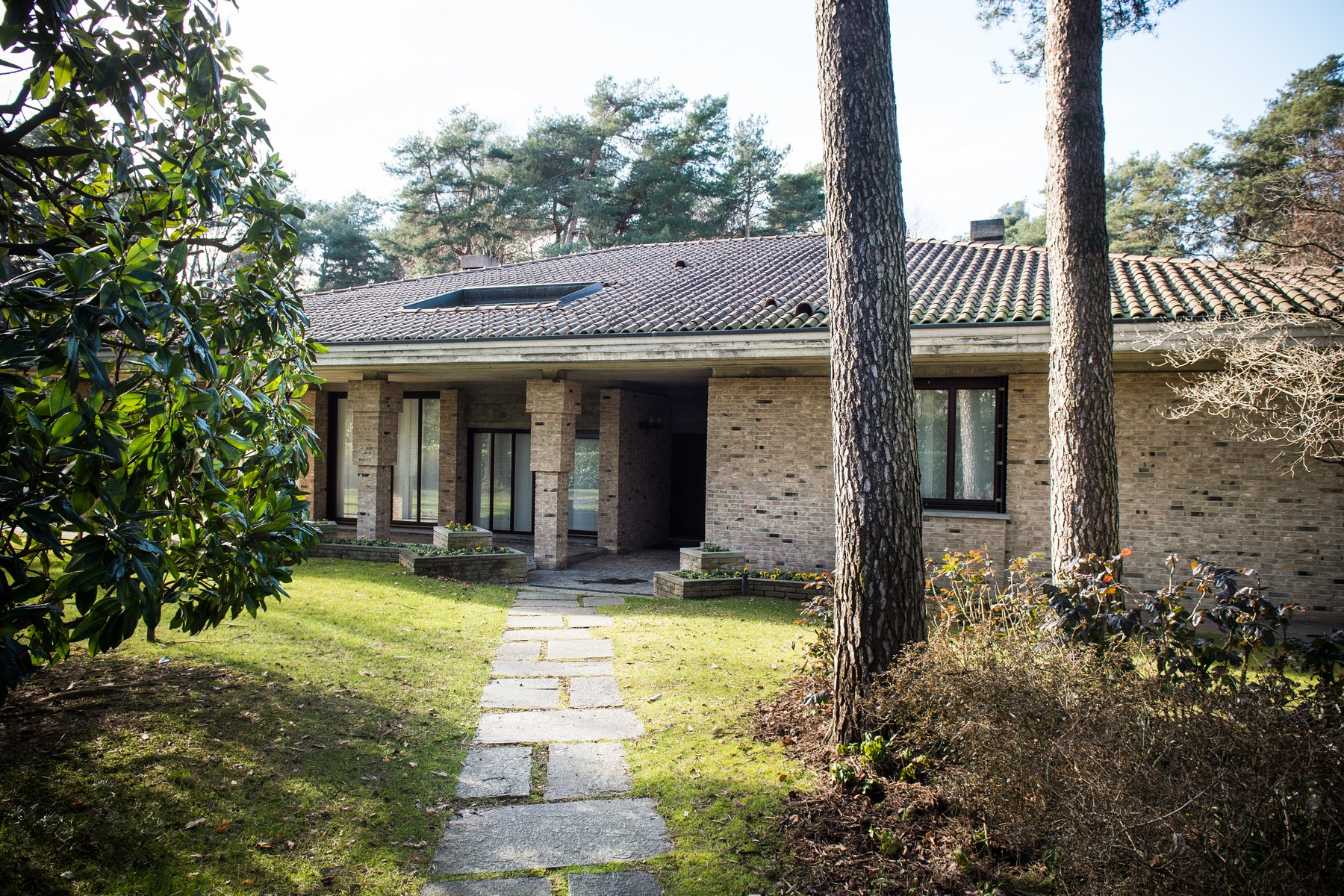 Additional photo for property listing at Modern villa with dépendance in Golf Club Pinetina Appiano Gentile Appiano Gentile, Como 22070 Italie