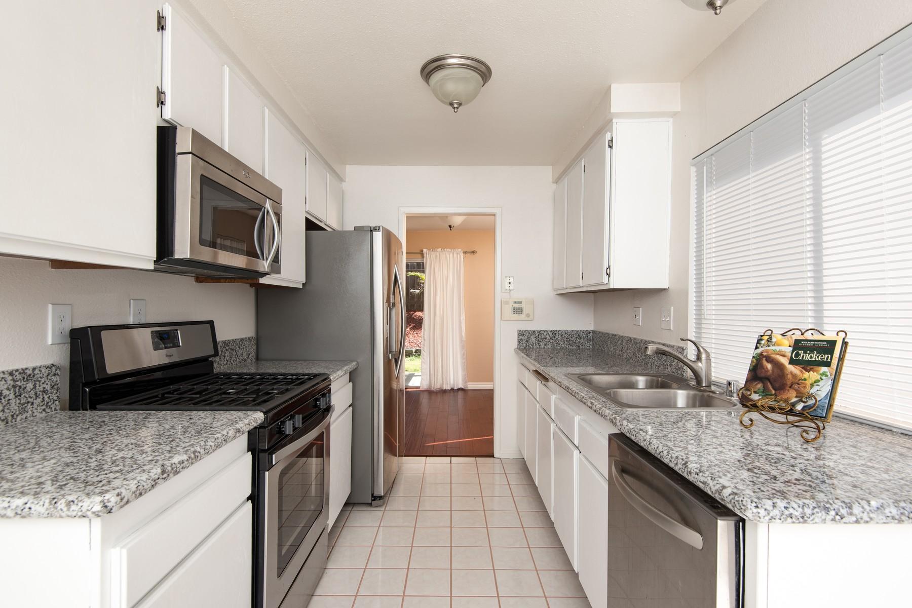 獨棟家庭住宅 為 出售 在 8979 Capcano Road San Diego, 加利福尼亞州 92126 美國