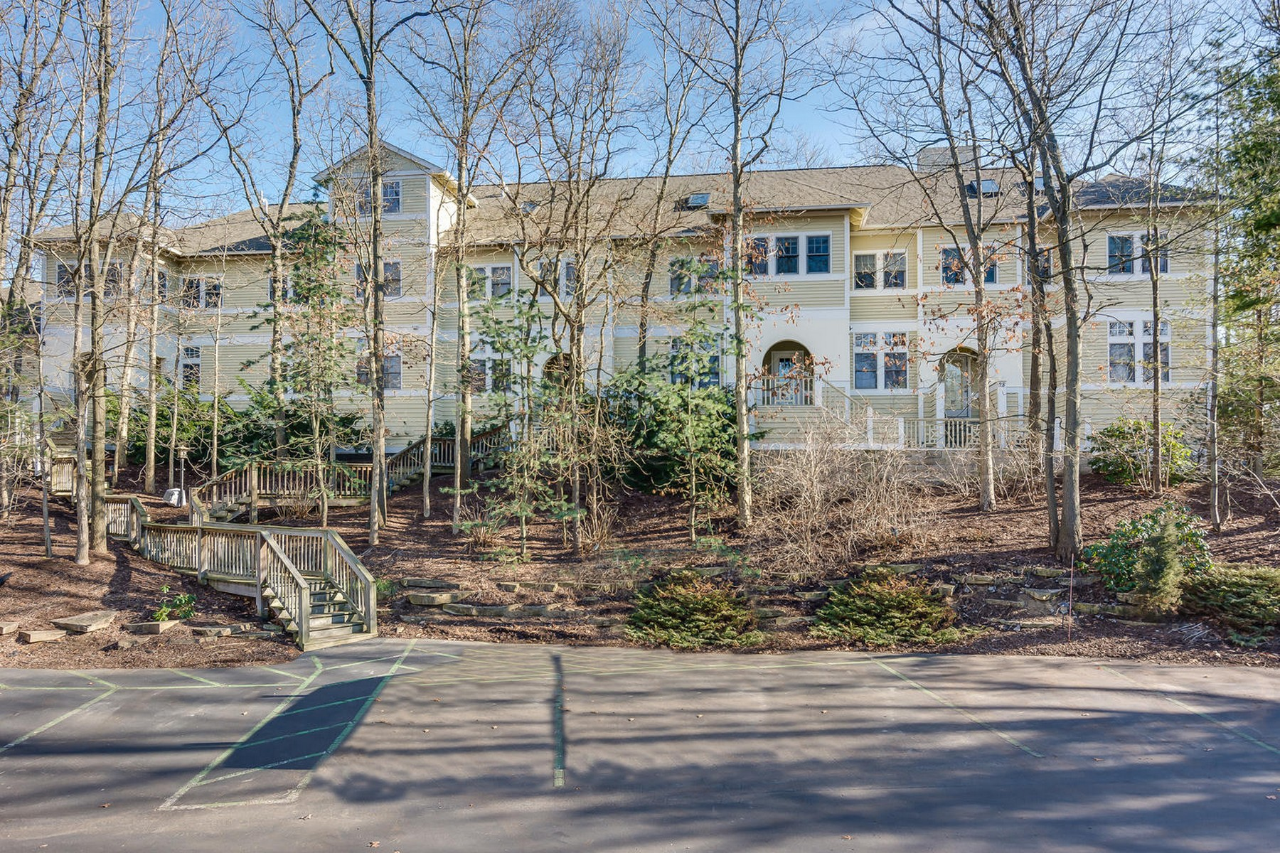 Condominium for Sale at Dunecrest Villa 18485 Dunescrest #27 New Buffalo, Michigan 49117 United States
