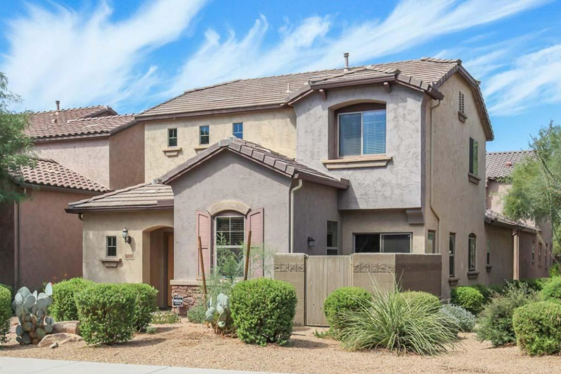 Maison unifamiliale pour l Vente à Wonderful former Ember Court model home in Fireside at Desert Ridge 3810 E Emer Glow Way Phoenix, Arizona 85050 États-Unis