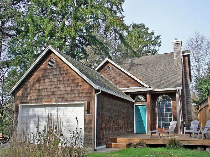 Single Family Home for Sale at The Perfect Beach House 9010 Windward Lane Manzanita, Oregon 97130 United States