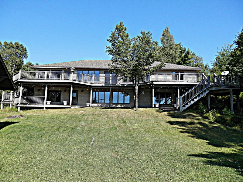 Property For Sale at Upper Peninsula Michigan Waterfront Home