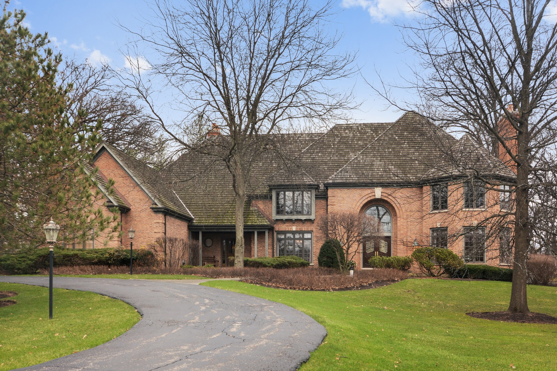 Single Family Home for Sale at North Barrington Gated Neighborhood Home 39 Castleton Court North Barrington, Illinois, 60010 United States