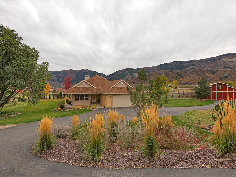 Casa Unifamiliar por un Venta en Charming Equestrian Estate 3397 East 5300 North Liberty, Utah 84310 Estados Unidos