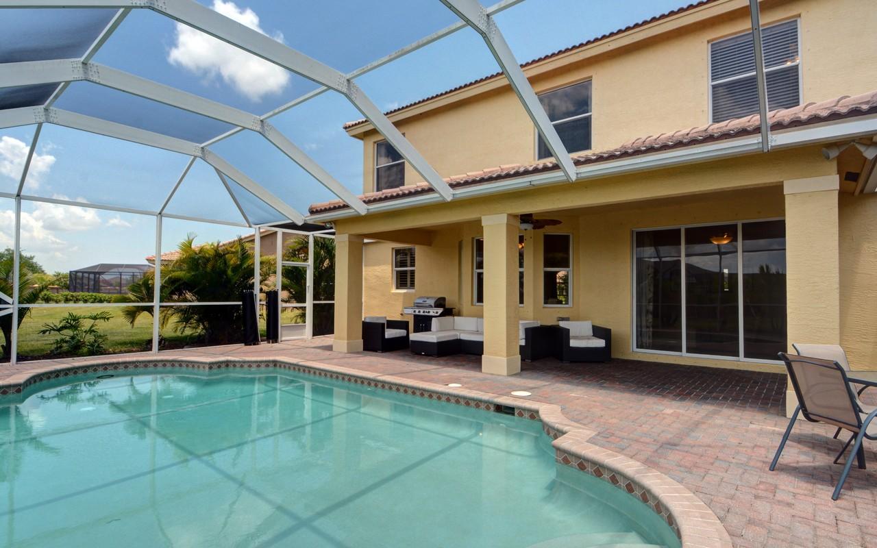 Casa Unifamiliar por un Venta en Gorgeous 53 in Gated Community 1065 Ruby Ave Sw Vero Beach, Florida, 32960 Estados Unidos