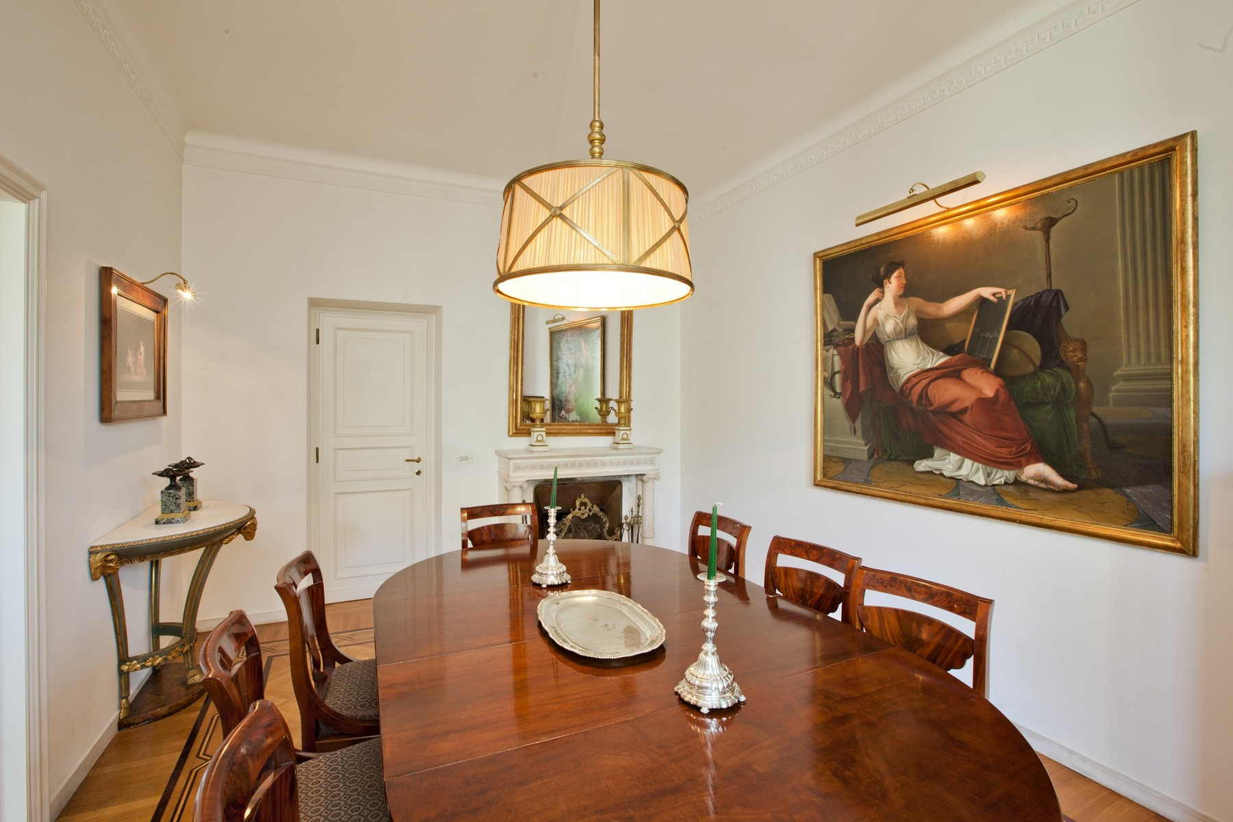Additional photo for property listing at Splendid Rome Apartment Pietro Antonio Micheli Rome, Rome 00197 Italien
