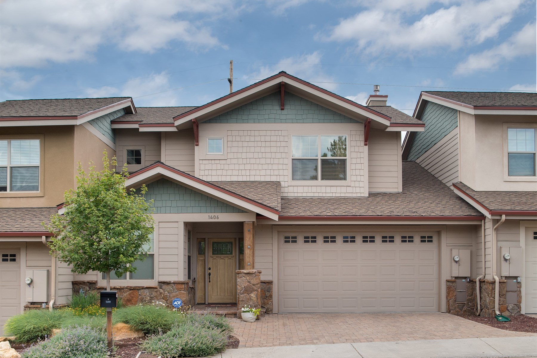 Single Family Home for Sale at Stunning Pine Knoll Village Townhouse. 1406 E Sundrop LN Flagstaff, Arizona 86001 United States